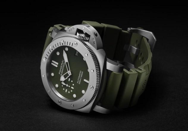 Panerai-Submersible-Verde-Militare-PAM01055-003