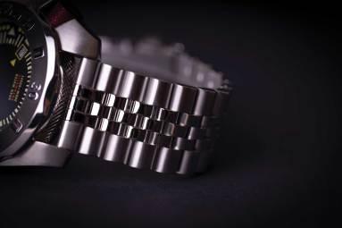 3-wt-author-no-1973-jubilee-bracelet-detail