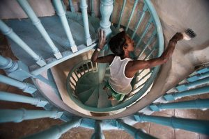 1200px-India_-_Painting_a_staircase_-_0063