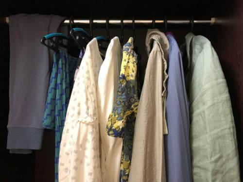Travel wardrobe rail with 3 pants, 3 dresses, 3 tops