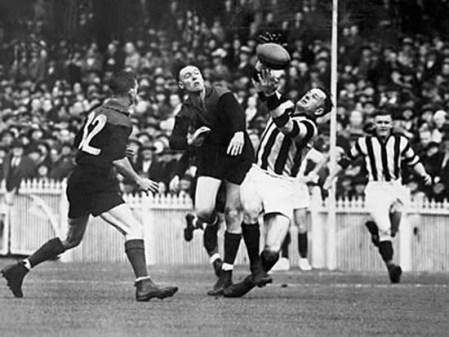 Gordon Coventry marks against Melbourne