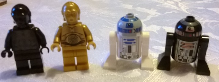 (L-R) Protocol Droid, C-3PO, R2-D2, R2-Q5 From https://writerfighter.wordpress.com/2014/01/11/lego-death-star-minifigures/
