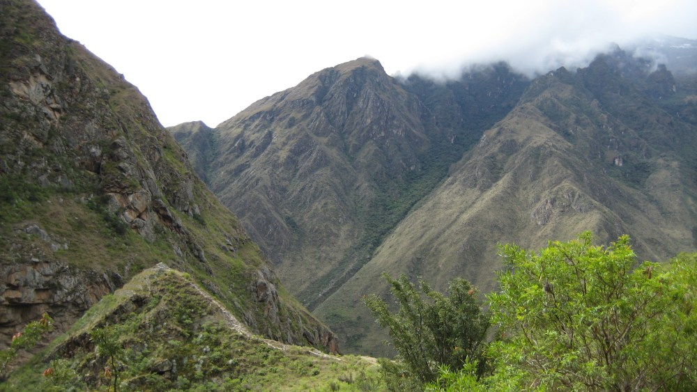 Peru Travel Blog: 28th September 2011: Inca Trek Day #1: Trails of the old 'n' chunky‏ (5/6)