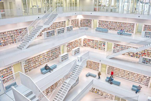 Photo by Amelie & Niklas Ohlrogge on Unsplash white bookshelves