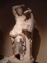アポロンの石膏像