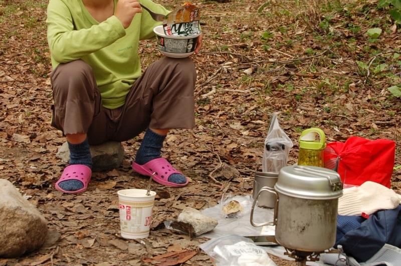 尾瀬見晴のテント場で昼食