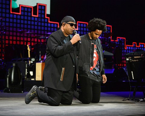 stevie wonder kneel