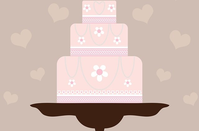 Ali Made Another Gorgeous, Five-Tier Wedding Cake! Wanna See?