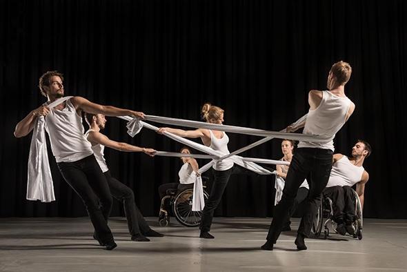 Candoco dancers in Alexander Whitley's Beheld (photo: Hugo Glendinning)