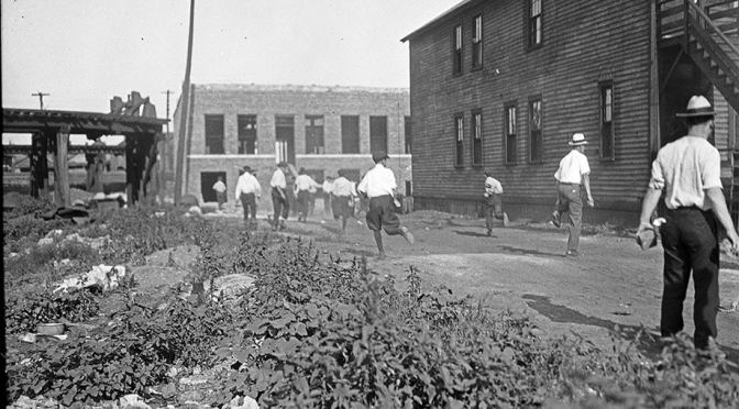 Making the Second Ghetto: Race and Housing in Chicago 1940-1960