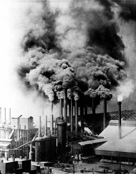 1890s, Pittsburgh, Pennsylvania, USA --- Smokestacks from factory in Pittsburgh, Pennsylvania, belch black smoke into the atmosphere, 1890s. --- Image by © Bettmann/CORBIS