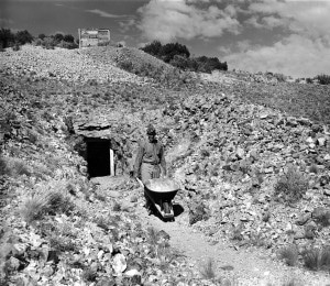 Herculano Montoya at the Tiffany mine (1937). Palace of the Governors Photo Archives