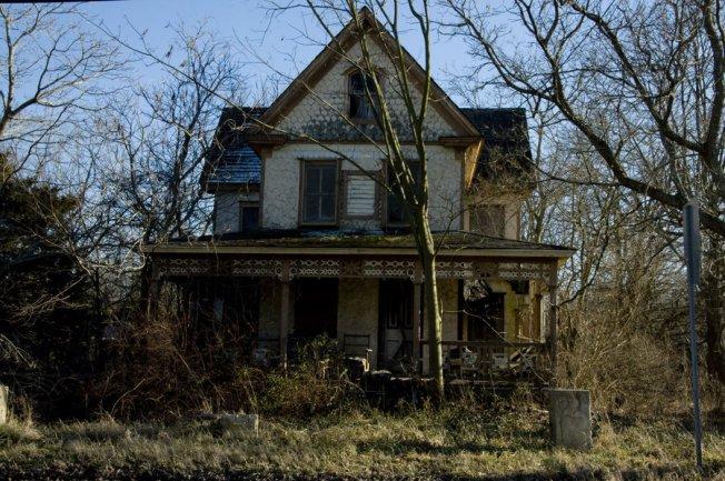 http://fairiegoodmother.deviantart.com/art/Haunted-House-4-324348949