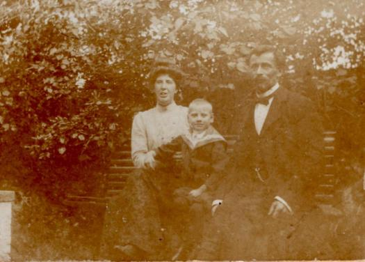Family photo of the Van Leeuwens, date unknown