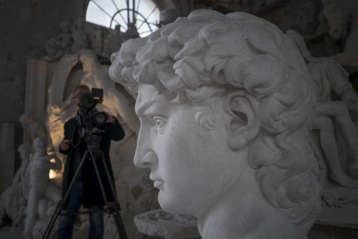 MICHAELANGELO 36 Filming at Studio Nicoli Carrara -® David Bickerstaff