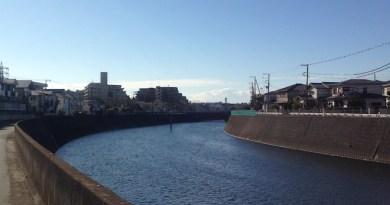 遠くに見える江ノ島シーキャンドル
