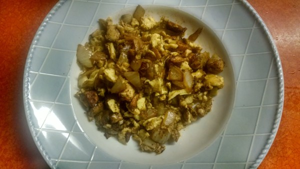 Last night's midnight snack.  I browned the puffball cubes in hot lard along with onions, garlic, cayenne powder and corriander, then I scrambled in a few eggs.  This morning I did the same thing, only adding in some fresh bell peppers and cayennes from the garden.