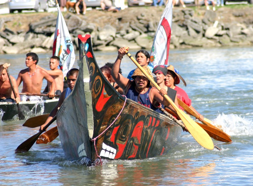 Quileute-Nation-canoe-arrives-at-Swinomish
