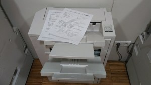 Documentos de citas médicas abandonadas en una fotocopiadora