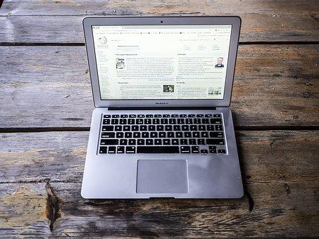 El ordenador portátil es una herramienta habitual para el teletrabajo