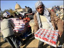 Residentes de Gaza aprovechan la apertura de la frontera con Egipto