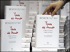 Edição em italiano do novo livro do papa Bento 16 (Reuters)