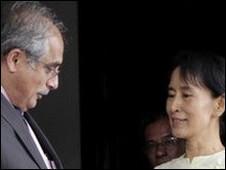 Đặc sứ LHQ, Vijay Nambiar, và bà San Suu Kyi