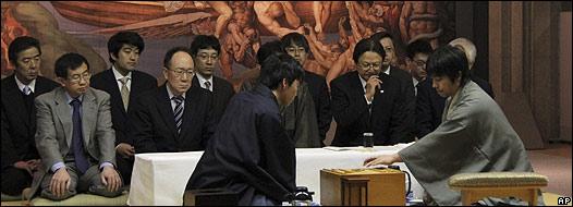 Japoneses jugando shogi