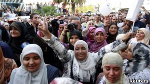 Mujeres festejan tras los comicios en Túnez