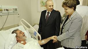 Presidenta Rousseff vista a Lula tras su operación