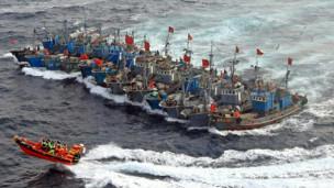 Tàu tuần tra Hàn Quốc và tàu cá Trung Quốc