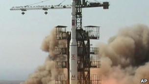Kuzey Kore uzun menzilli füzesi