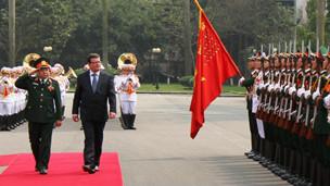 Hai Bộ trưởng Quốc phòng Phùng Quang Thanh và Alexandr Vondra tại Hà Nội