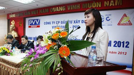 Bà Tô Linh Hương tại hội nghị cổ đông PVV