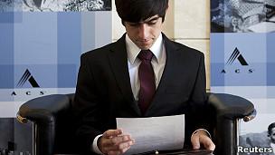 Hombre en entrevista de trabajo