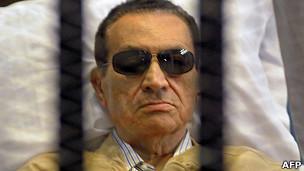 Hosni Mubarak durante su juicio