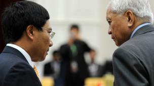 Bộ trưởng Ngoại giao Việt Nam và Philippines trao đổi tại cuộc họp Asean ở Phnom Penh