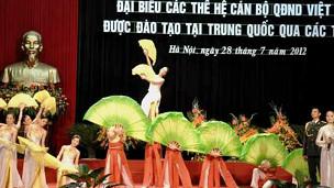 Các màn trình diễn cơ ngợi tình hữu hảo Việt-Trung