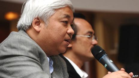 Nguyễn Đức Kiên phát biểu tại một cuộc họp về bóng đá ở Hà Nội
