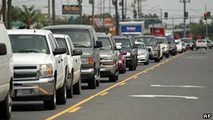 Autos saliendo de Nueva Orleans