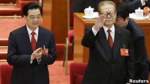 Hai ông Hồ Cẩm Đào và Giang Trạch Dân tại Đại hội 18