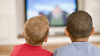 Niños mirando la TV
