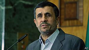 130815191427 mahmoud ahmadinejad iran 304x171 ap روحانی: تذکر پلیس آخرین مرحله در مساله حجاب است