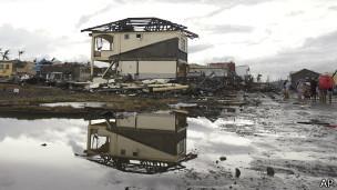 Destrucción en Tacloban tras el tifón Haiyán