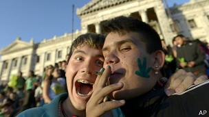Jóvenes a favor de la marihuana