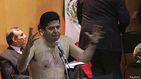 Diputado Antonio García en la tribuna del Congreso