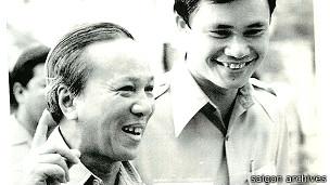 Tổng thống Thiệu (trái) và thư ký Hoàng Đức Nhã