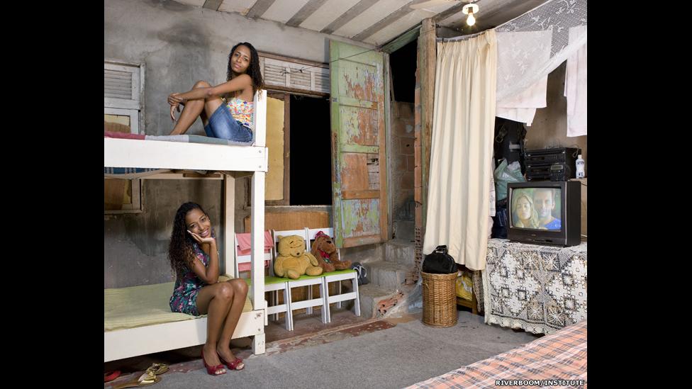 Gessiane dan Jessica Tiago da Silva, 20 tahun, Rio de Janeiro