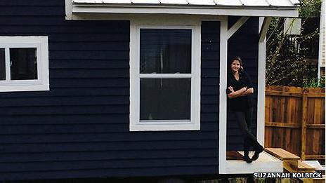 Suzannah Kolbeck en su casa diminuta