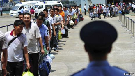 Lao động Trung Quốc 'sơ tán' khỏi Việt Nam